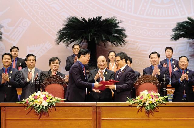 Thủ tướng chứng kiến Lễ ký kết Nghị quyết liên tịch giữa Chính phủ và TƯ Đoàn giai đoạn 2017-2022.     Ảnh:PV
