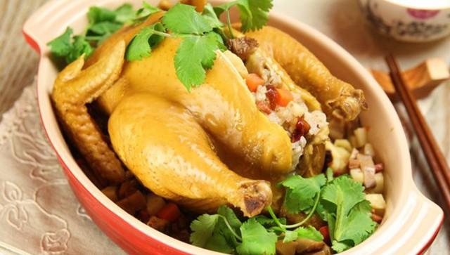 Gia cầm không da có thịt trắng như: thịt gà, vịt, rất thích hợp cho người thường xuyên bị hoa mắt, chóng mặt. Ảnh minh họa