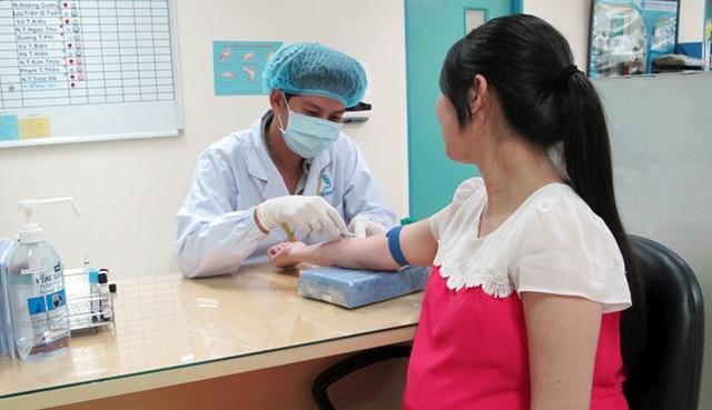 Xét nghiệm tiểu đường cho phụ nữ mang thai tại Khoa Phụ sản, Bệnh viện Y Dược TP Hồ Chí Minh. Ảnh: Mai Phương