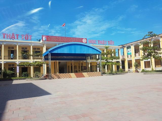 Trường Tiểu học Tân Dương đã trả lại tiền cho phụ huynh quản và tự sắm trang thiết bị