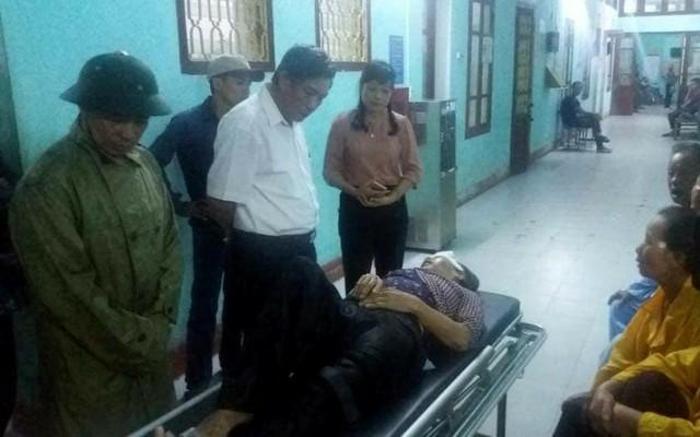 Lãnh đạo tỉnh Thái Bình và huyện Vũ Thư thăm hỏi nạn nhân bị thương. Ảnh: (Bạn đọc cung cấp)