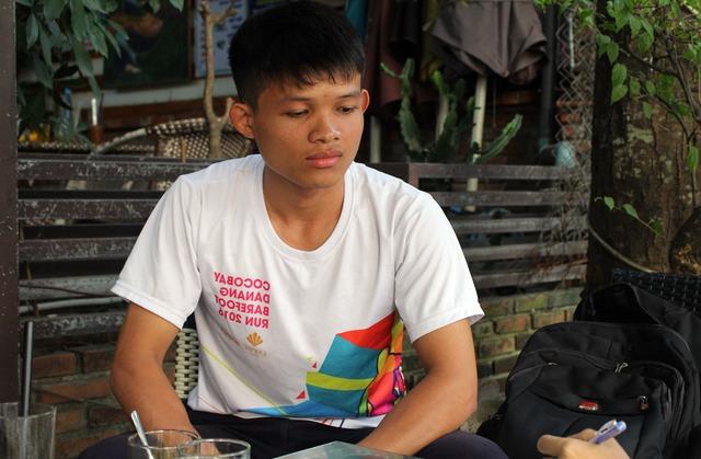 Huỳnh Quang Sang buồn bã kể lại vụ việc. Ảnh: TT