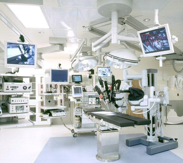 Có 12 bệnh viện tuyến trung ương được Bộ Y tế yêu cầu làm rõ thông tin về hiệu quả đầu tư trang thiết bị y tế.