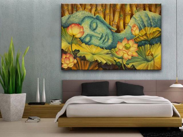 Không chỉ phòng ngủ mà ngay cả phòng khách, việc treo tranh Phật vẫn thể hiện sự thiếu tôn kính của gia chủ đối với Đức Phật. Ảnh minh họa
