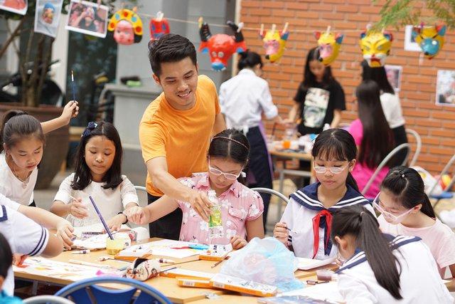 """""""Trăng sáng trường Lương"""" là đêm hội Trung thu diễn ra thường niên của thầy trò trường Lương Thế Vinh."""