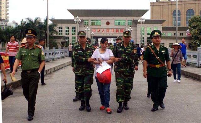 Đối tượng Hà được nước bạn bàn giao cho cơ quan chức năng Việt Nam. Ảnh: Cơ quan công an cung cấp