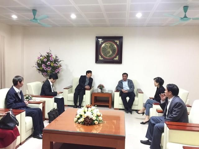 Đoàn công tác của Cục Quản lý Khám chữa bệnh (Bộ Y tế) do PGS.TS Lương Ngọc Khuê làm Trưởng đoàn đã về Bắc Ninh ngay tối 20/11 để làm việc.