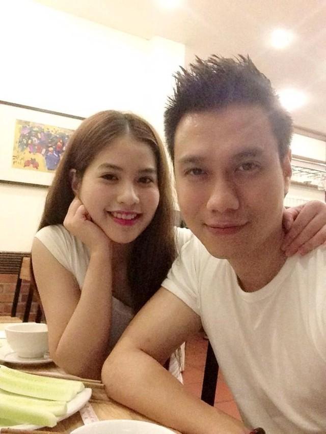 Dù quen nhau một thời gian khá dài, đã đăng ký kết hôn được 2 năm nhưng Việt Anh và Trần Hương vẫn chưa có một đám cưới chính thức.