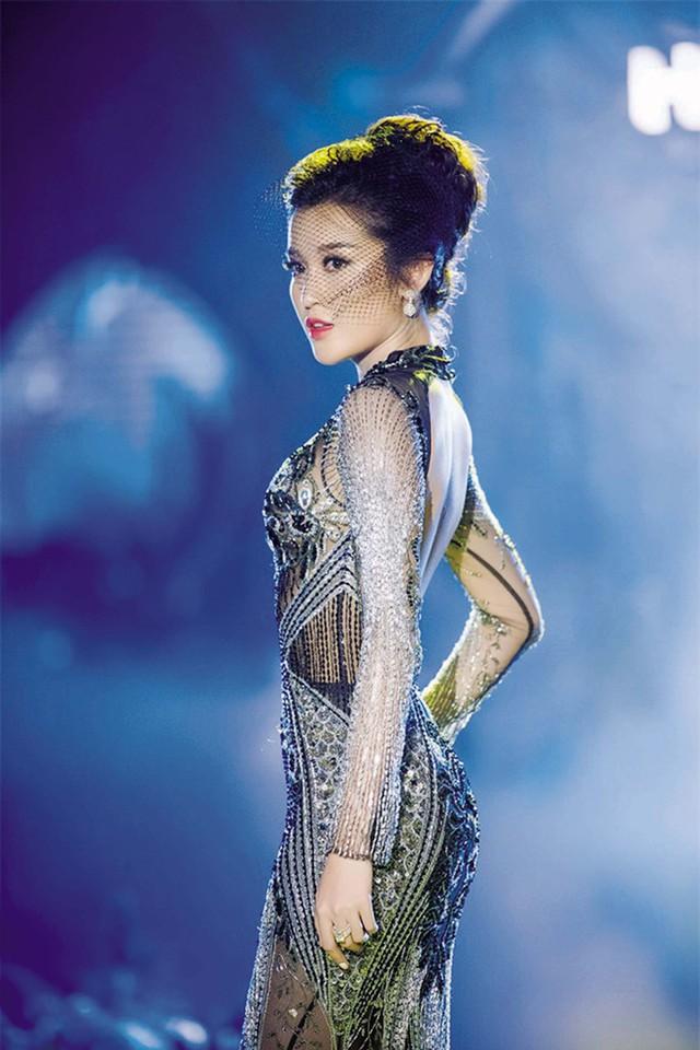 Chiếc váy Huyền My mặc của nhà thiết kế Hoàng Hải được người yêu của bạn thân đấu giá 6.500 USD. Ảnh: TL