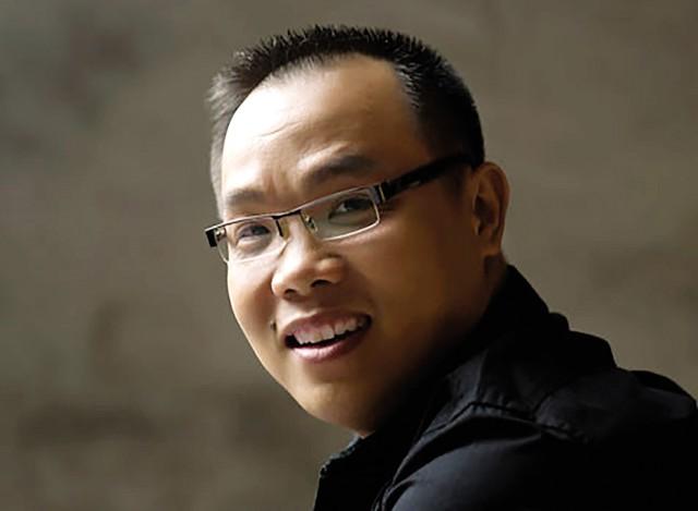 Nhà thiết kế Việt Hùng. Ảnh: TL