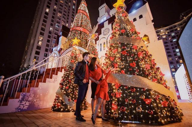 Cung điện thiên thần nguy nga, tráng lệ tại Vincom Mega Mall Royal City.