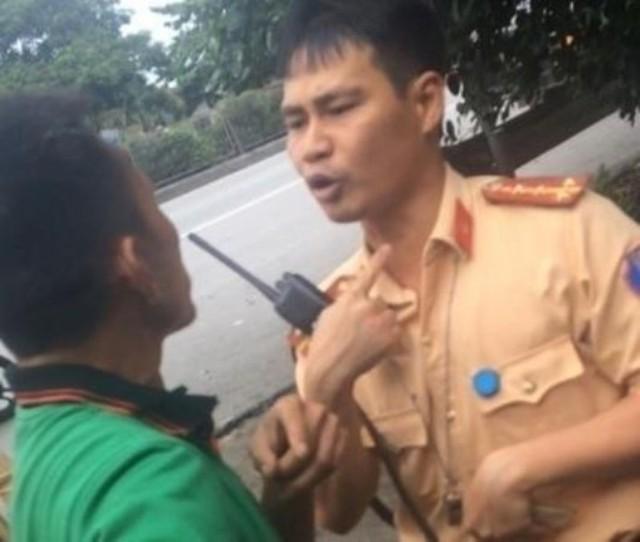 Đại úy CSGT bị tố đánh rách môi tài xế Quảng. Ảnh: Cắt từ clip