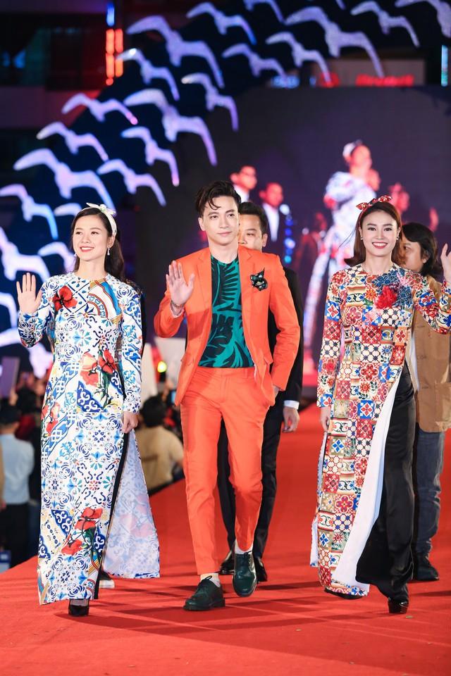 Nhiều diễn viên chọn áo dài làm trang phục trên thảm đỏ