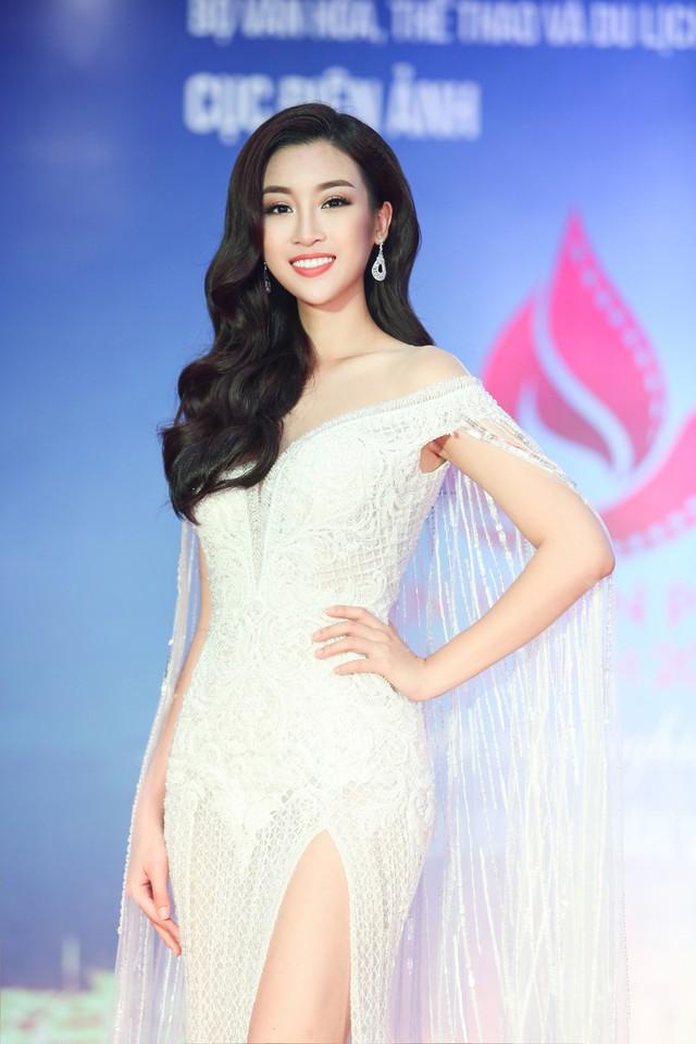 Hoa hậu Đỗ Mỹ Linh gây chú ý với vẻ đẹp rạng ngời