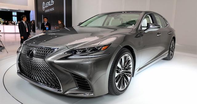 Loạt xe sang của thương hiệu Lexus cũng đồng loạt giảm giá