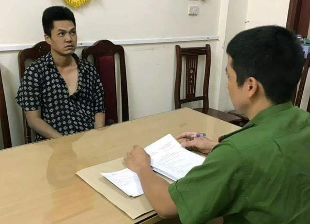 Cảnh sát lấy lời khai đối tượng Nguyễn Minh Đức.