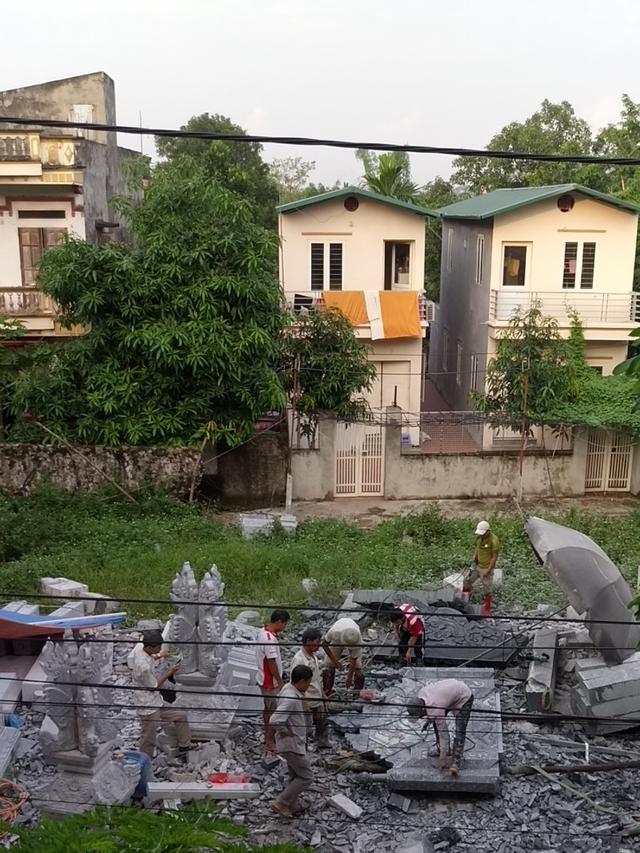 Xưởng đá tại xã Phụng Châu, Chương Mỹ, Hà Nội bị người dân phản ánh gây ô nhiễm.     Ảnh: Đ.Lực