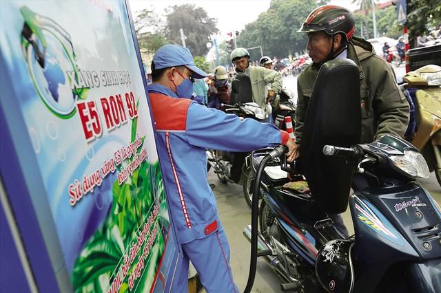 Những tín hiệu tích cực từ những ngày đầu bán xăng E5.     Ảnh: Hải Nguyễn