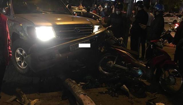 Hiện trường vụ tai nạn liên hoàn trên đường Nguyễn Chí Thanh, Hà Nội. Ảnh: V.Sĩ