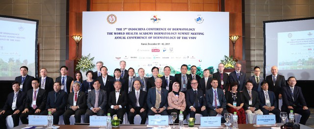 Giáo sư Tiến Sĩ Michael Tirant tại Hội nghị Da liễu Đông dương và Hội nghị Da liễu Cấp cao Thế giới tổ chức tại Hà nội tháng 12/2017