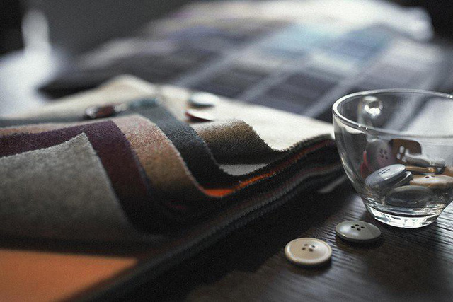 Khăn giấy là vật cấm kỵ với vải dạ tối màu.