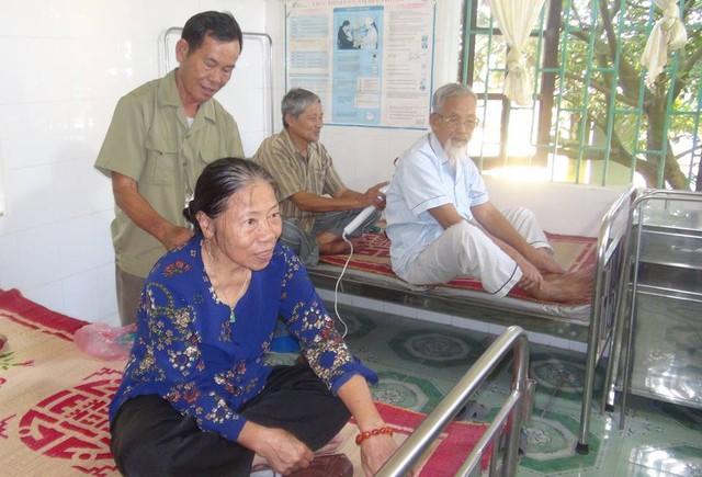 Câu lạc bộ Người cao tuổi giúp người cao tuổi xã Quỳnh Hồng (Quỳnh Phụ - Thái Bình). Ảnh: Thu Hà