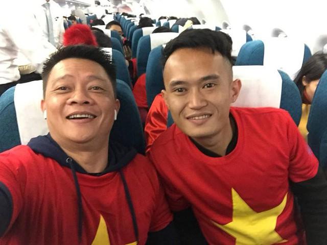 Tại Hà Nội, biên tập viên Quang Minh của Bữa trưa vui vẻ cùng một người bạn đáp chuyến bay đến Thường Châu vào lúc sáng sớm.