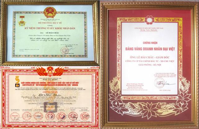 Rất nhiều chứng nhận, kỷ niệm chương... được trao tặng cho doanh nhân Lê Hải Châu.