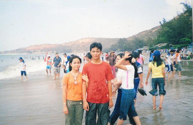 """Cặp đôi Sài Gòn khoe kỷ niệm từ hồi """"trẻ trâu"""" đến ngày cưới và bộ ảnh """"vừa bay vừa hôn"""""""