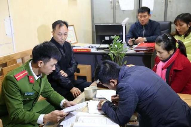 Đối tượng Huang Jian Rong tại cơ quan điều tra. Ảnh: Cơ quan Công an cung cấp