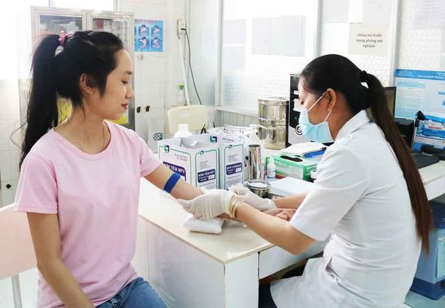 Kiểm tra sức khỏe tiền hôn nhân giúp ngăn ngừa nguy cơ lây bệnh truyền nhiễm cho vợ, chồng và con cái. Ảnh: H.Hương