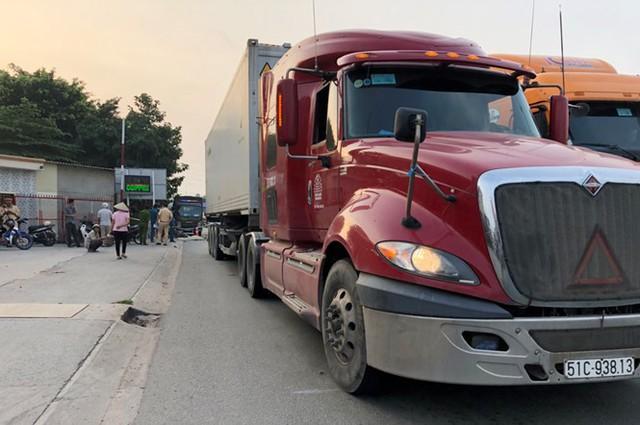 Nam công nhân 17 tuổi tử vong tại chỗ dưới bánh xe container