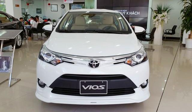 Sát tết, Toyota đồng loạt giảm giá Camry, Vios...