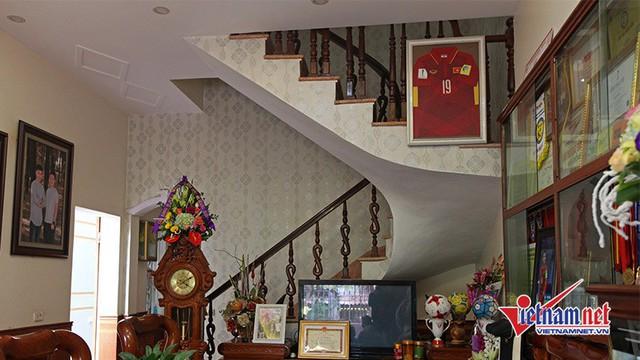 Lối lên tầng 2 của căn nhà.