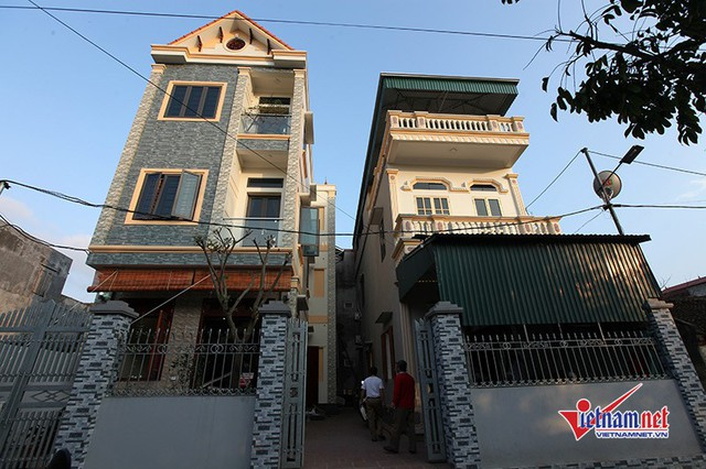 Ngôi nhà của gia đình tiền vệ trẻ nằm trên diện tích đất hơn 200 mét vuông ở cuối làng Đường Nhạn, xã Xuân Nộn, huyện Đông Anh, Hà Nội.