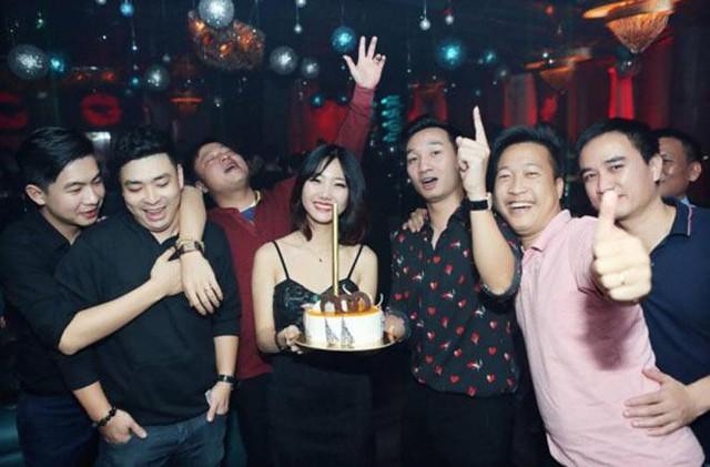 Buổi tiệc sinh nhật của MC Thành Trung kéo dài cho đến tận khuya với nhiều khoảnh khắc vui vẻ.