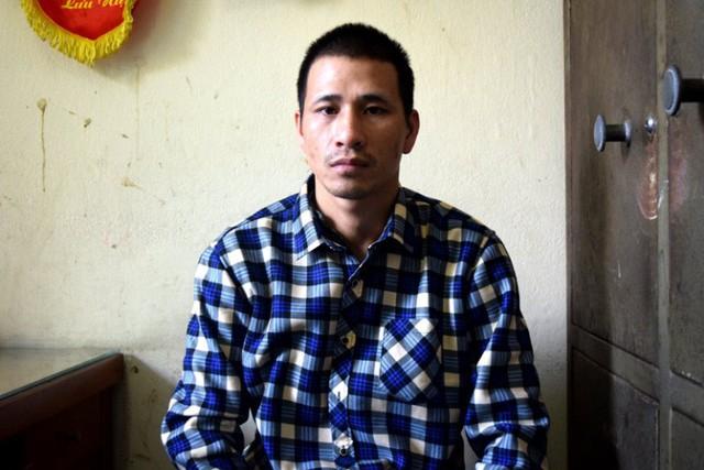Đối tượng Phạm Văn Chí đến Công an thị xã Đông Triều đầu thú. Ảnh: Hà Tâm