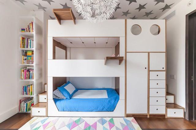 1. Giường tầng dành cho 3 người luôn là một thiết kế khó khăn, đặc biệt là với 3 đứa trẻ hiếu động.