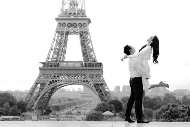 Dân mạng cho rằng đây là một trong những bộ ảnh cưới của cặp đôi.
