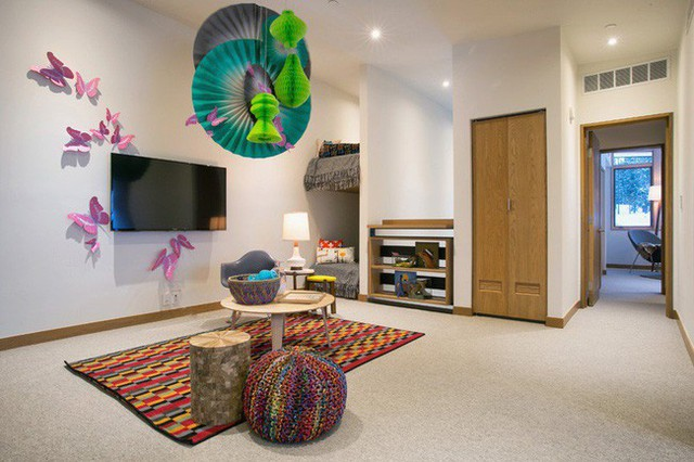 2. Giường tầng không chỉ là thiết kế dành cho trẻ em mà người lớn cũng có thể sử dụng chúng vào mục đích của mình.