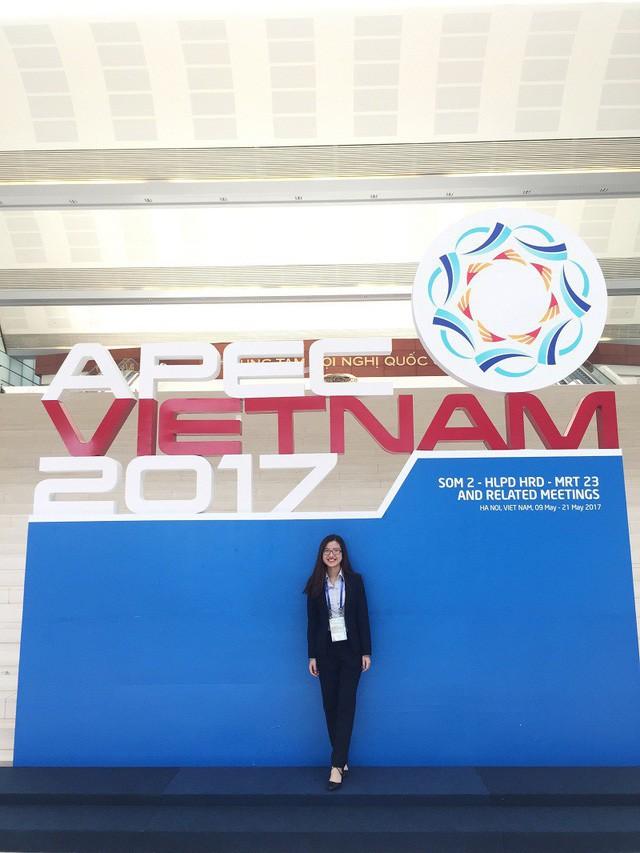 Phương Anh là TNV của Hội nghị Bộ trưởng Thương mại APEC MRT năm 2017.