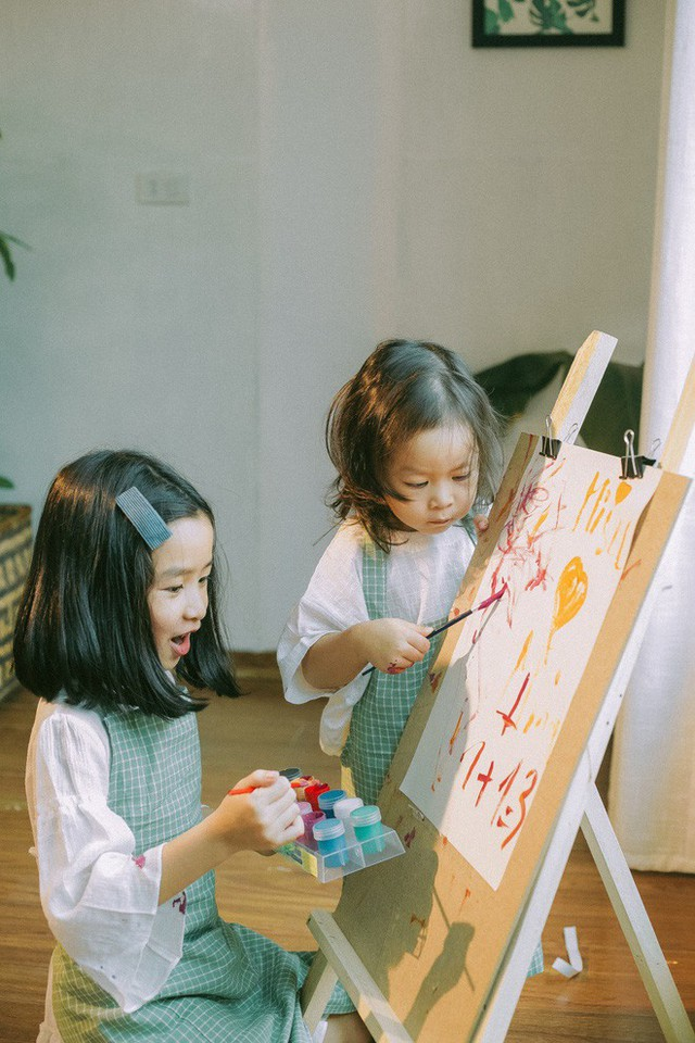 Hai cô con gái Mina và Misu.