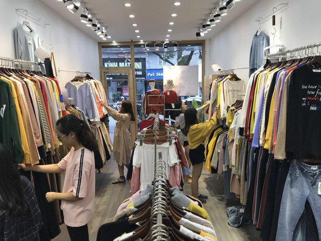 Quần áo hè đang được giảm giá mạnh, có thể đến 70%