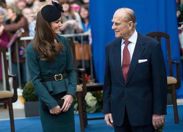 Công nương Kate dành cho ông nội chồng sự ngưỡng mộ và kính trọng tuyệt đối.
