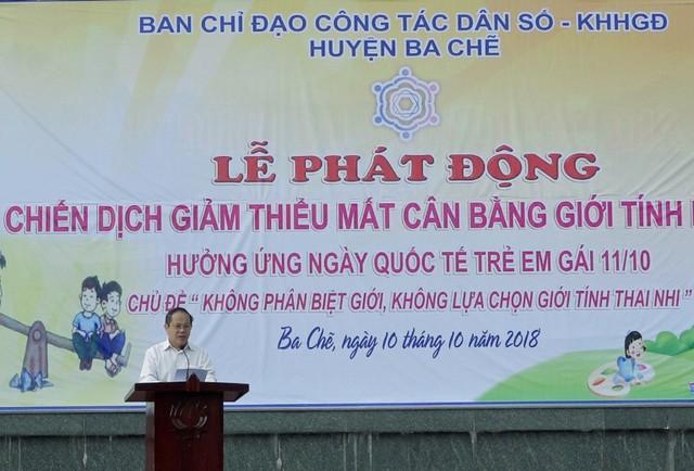 Ông Nguyễn Công Quyền - Phó Chủ tịch thường trực UBND huyện, Trưởng Ban chỉ đạo công tác Dân số - KHHGĐ huyện Ba Chẽ phát biểu tại Lễ phát động. Ảnh: N.L