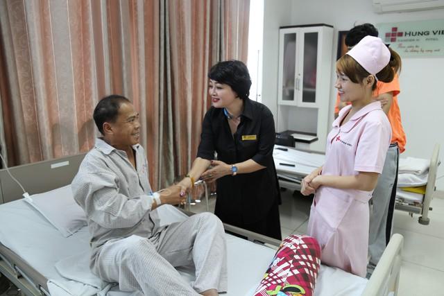 Những màu áo hồng thân thiện, nụ cười luôn thường trực trên môi là ấn tượng với người bệnh mỗi khi điều trị tại đây