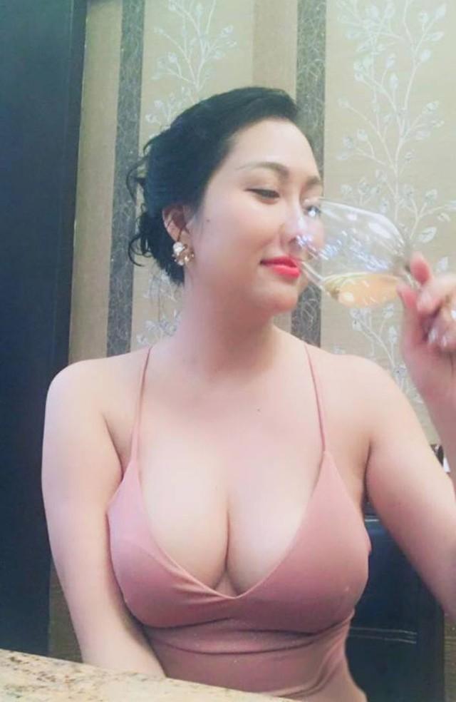 Phi Thanh Vân mặc sexy dự tiệc.
