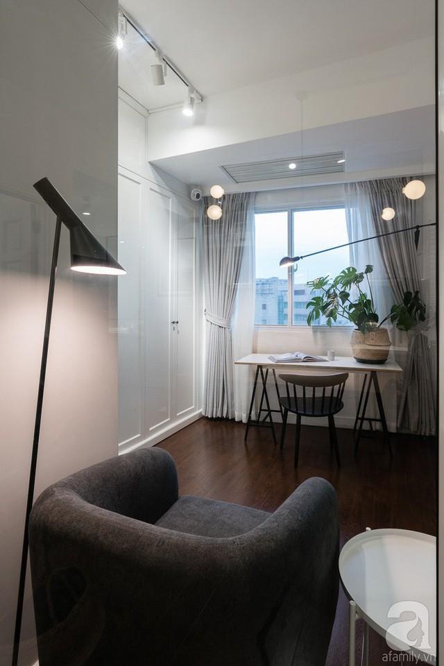 Căn phòng làm việc bên cạnh phòng khách được thiết kế cửa kính đơn giản, đủ để mọi người cảm thấy vui vẻ khi có được sự liên kết trong hoạt động sinh hoạt hàng ngày của các thành viên trong nhà.