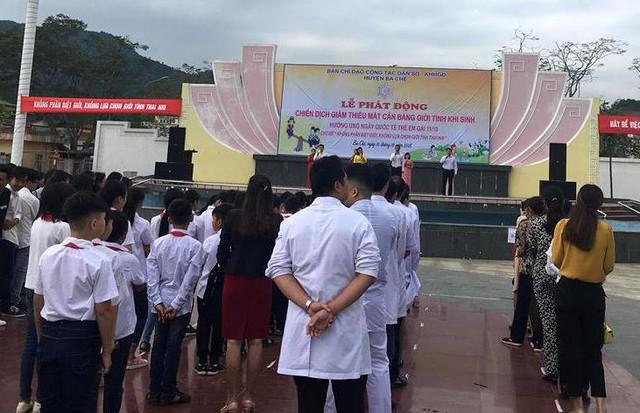 Lễ phát động chiến dịch giảm thiểu mất cân bằng giới tính khi sinh của huyện Ba Chẽ thu hút đông đảo các lực lượng tham gia. Ảnh: N.L