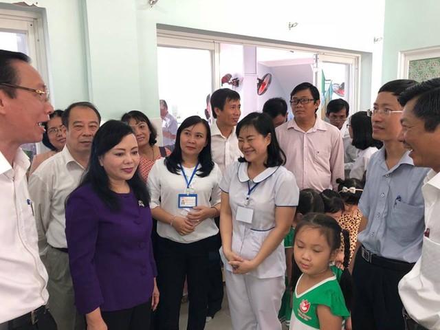 Bộ trưởng Bộ Y tế thị sát, chỉ đạo công tác chống dịch